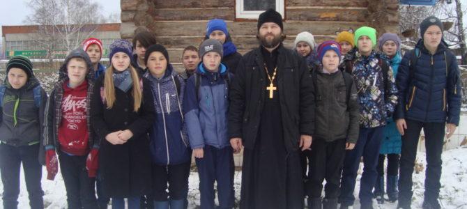 Ученики Нылгинской школы посетили храм и поучились звонить в колокола